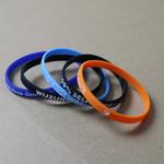 Bracelet fin personnalisé en silicone (6mm de largeur) image